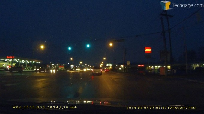 PAPAGO! P2 Pro Dashcam - Night Driving, Lights