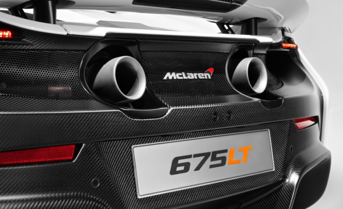 2016 McLaren 675LT - Rear End