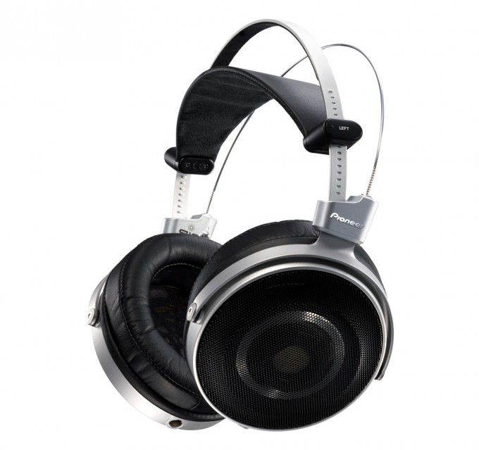 CES 2016 Pioneer SE-Master1 Headphones Press Shot