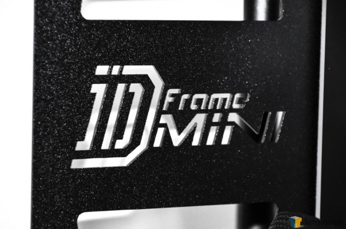 In Win D-Frame Mini - Logo Close-Up