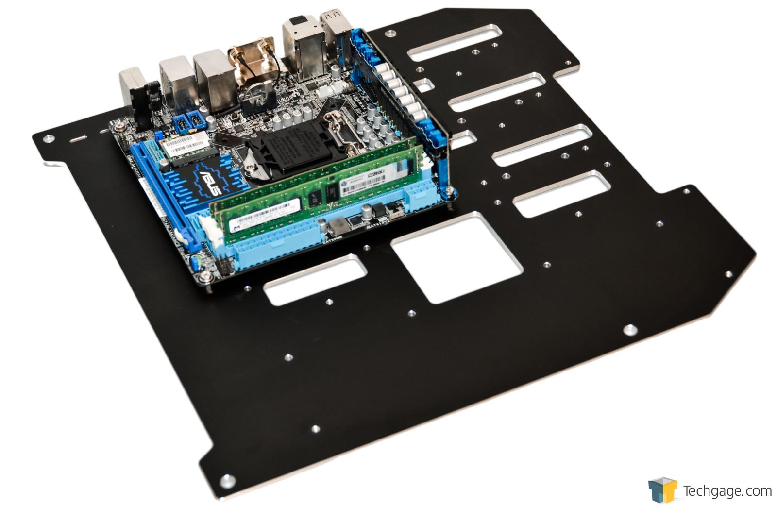 In Win D-Frame Mini Chassis Review – Techgage