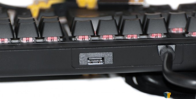 Corsair Strafe RGB Silent Keyboard (3) Rear USB Port