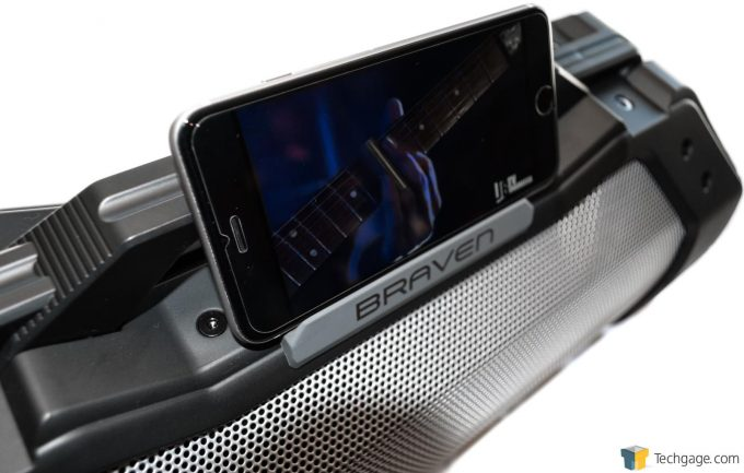 Braven BRV-XXL Angle Shot With iPhone 6s Plus