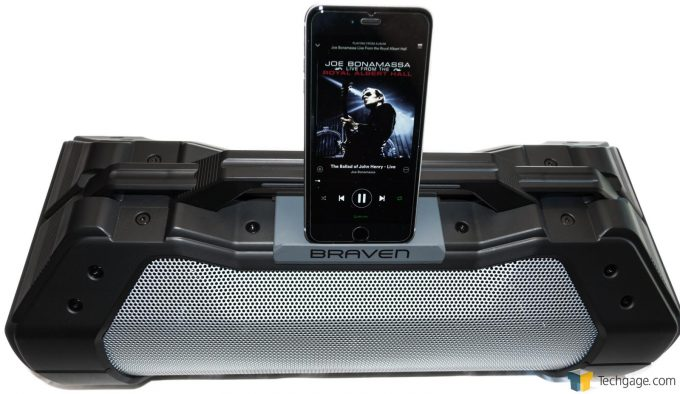 Braven BRV-XXL Frontal With Vertical iPhone 6s Plus