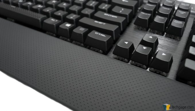 Corsair K70 RAPIDFIRE (7) - Wrist Pad Attached