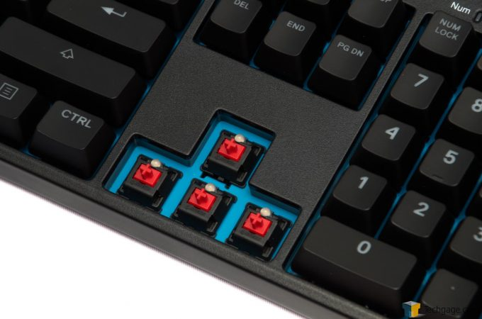 SteelSeries APEX M500 MX Red Switch Close-Up