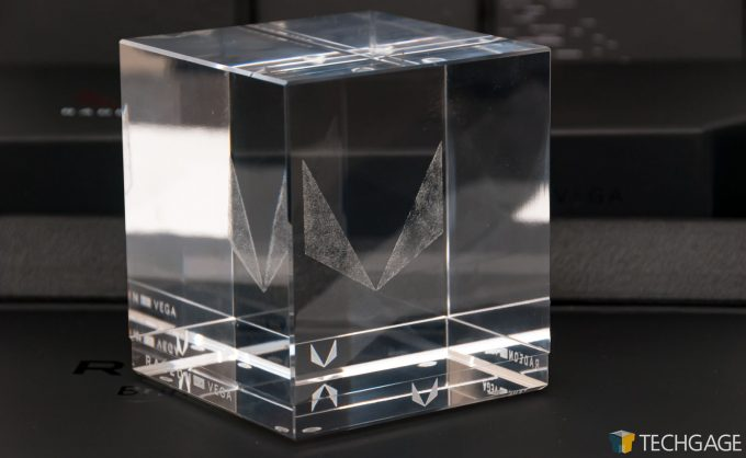 AMD Radeon RX Vega 64 - Cube Close-up (1)