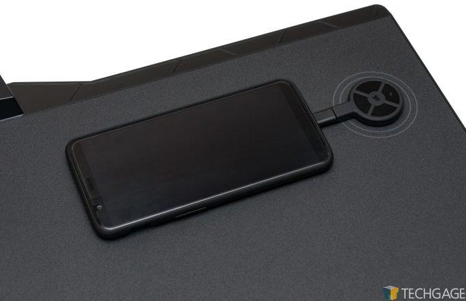 Corsair MM1000 Gaming Mousepad - Smartphone Charging