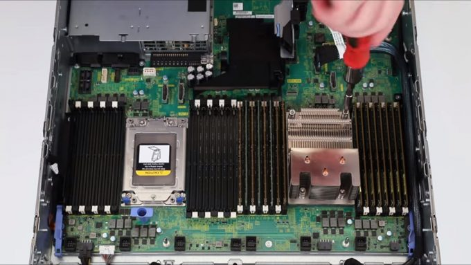Dell EMC PowerEdge R7425 AMD EPYC Server - Under the Hood