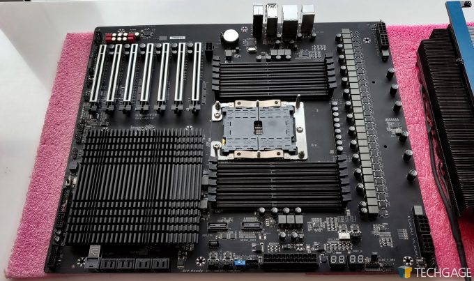 Intel 28 Core CPU With GIGABYTE Motherboard SKL-SP1S Layout