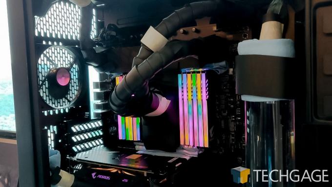 Intel 28-core prototype system Inside GIGABYTE System