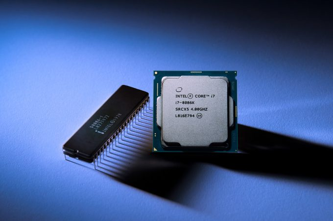 Intel Old 8086 Next To New i7-8086k