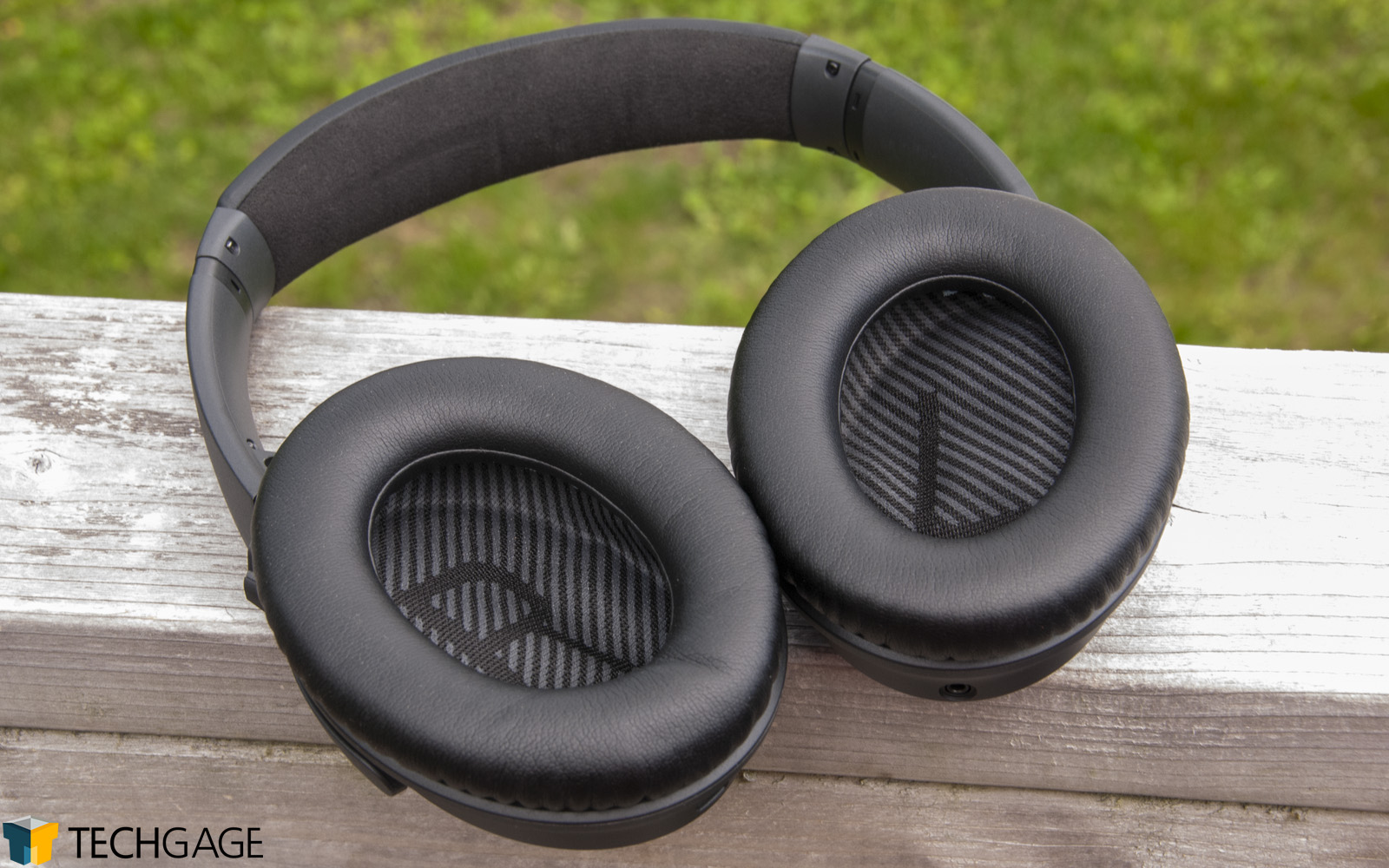 Silence is Golden: Bose QuietComfort 35 II vs  Sony WH