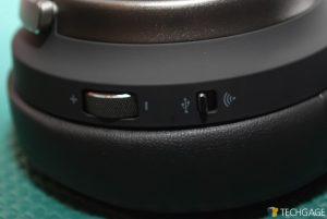 Virtuoso RGB Wireless SE Controls Shot