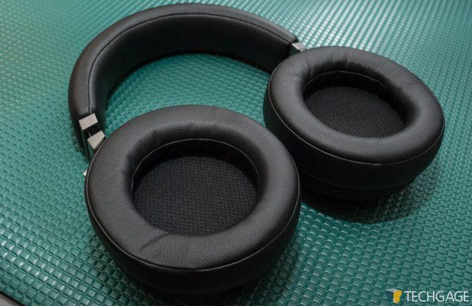 Virtuoso RGB Wireless SE Ear Cups Shot