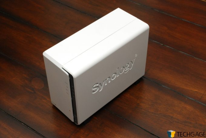 Synology DS220j Review Main Body Right Side Shot(10)